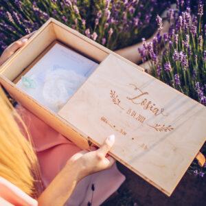 pudełko wspomnień, pudełko na pamiątki z dzieciństwa, drewniane pudełko na pamiątki z dzieciństwa